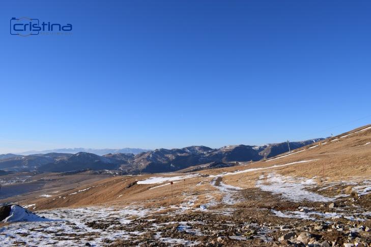 Peisaj munte cu putina zapada